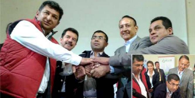 El Alcalde Marco de Zipaquirá, Tulio Sánchez; el director de la CAR, Alfred Ballesteros y el gobernador de Cundinamarca, Álvaro Cruz, firman el convenio para construcción de la PTAR para Zipaquirá. Foto cortesía oficina de prensa CAR.