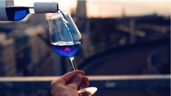 epdc-mundo-161004-bbc-vino-azul4
