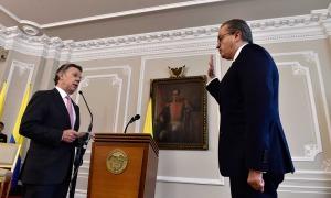 El abogado, exministro y exembajador Fernando Carrillo Florez tomó posesión este lunes ante el Presidente Juan Manuel Santos como Procurador General de la Nación, en un acto efectuado en el Salón Bolívar de la Casa de Nariño.